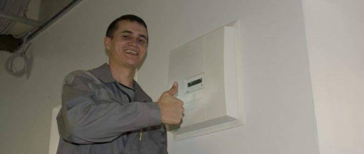Установка вентиляционных панелей.